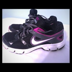 Nike Shoes - Women/Girls Sz 5